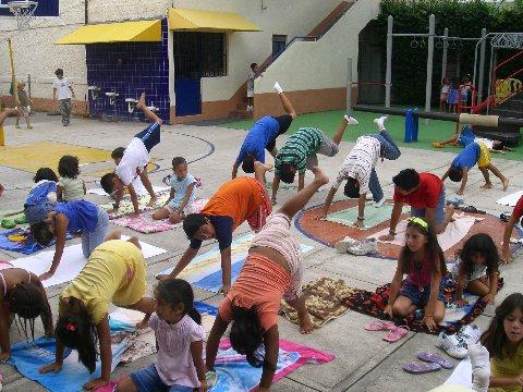 Childrens_yoga_class